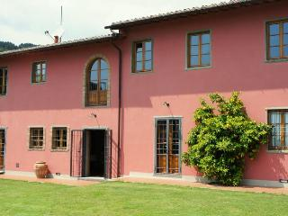 Villa Campioni: luxury hilltop villa, pool and wheelchair friendly - Colle di Buggiano vacation rentals