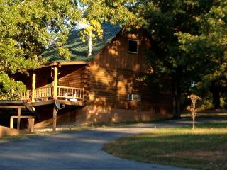 2 bedroom Cabin with Deck in Eureka Springs - Eureka Springs vacation rentals