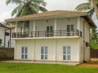 Perfect Villa with Deck and A/C in Unawatuna - Unawatuna vacation rentals