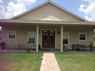 Updated Guesthouse -15 miles Round Top/Warrenton - Ellinger vacation rentals