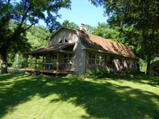 Llaughing Llama Farm : Grandpa Llama Cabin - Boscobel vacation rentals