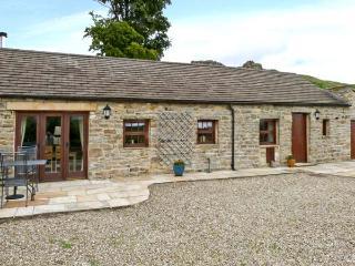 PADLEY BARN, detached stone barn conversion, underfloor heating, woodburner, dog-friendly, near Reeth, Ref 20841 - Swaledale vacation rentals