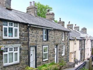 ERFYL, stone-built cottage, woodburner, walking distance to shops and pubs, in Harlech, Ref. 26771 - Harlech vacation rentals