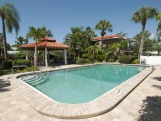 Perfect Condo with Deck and Internet Access - Holmes Beach vacation rentals
