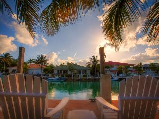 Spring/Summer Special! KEYS ESCAPE! Dock,  Bikes, Pool, 2 Beaches - Key Colony Beach vacation rentals