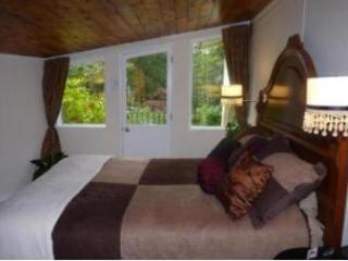 2 bedroom Bed and Breakfast with Deck in Maple Ridge - Maple Ridge vacation rentals