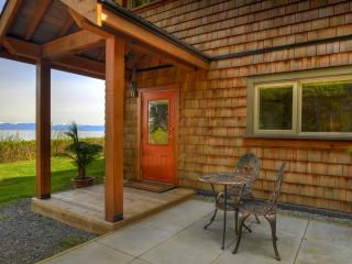 Bright 1 bedroom Vacation Rental in Courtenay - Courtenay vacation rentals