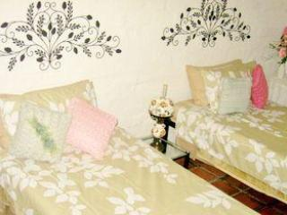 Bedroom - The Doll House Garden Cottage - Knysna - rentals