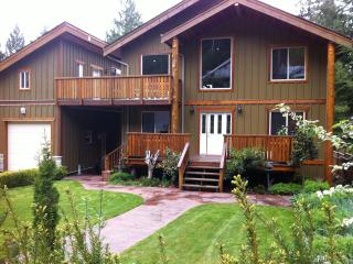 Chateau Cedro Rosso/ Cosy Pender Harbour Retreat - Garden Bay vacation rentals