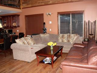 Chateau Cedro Rosso/ Cosy Pender Harbour Retreat - Madeira Park vacation rentals