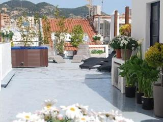 Playa Sant Sebastian. 10 BR, Jacuzzi, 150m From Be - Sitges vacation rentals
