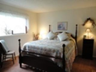 Cozy B&B with Deck and Internet Access - Roseburg vacation rentals