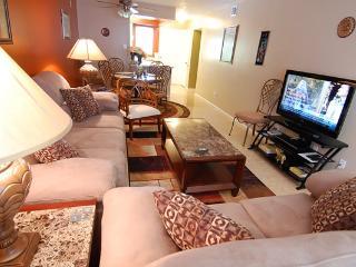 Luxurious 2 BR Condo - Short Walk to Siesta Beach - Siesta Key vacation rentals