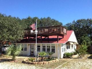 ALL DECKED OUT - Renovated Outdoor Cookhouse - Gulf Views - Rooftop Deck! - Mexico Beach vacation rentals