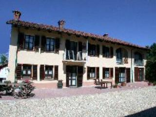 Beautiful 3 bedroom Bed and Breakfast in Asti - Asti vacation rentals