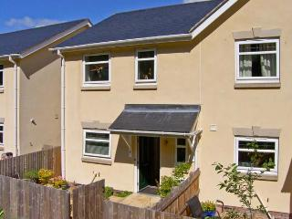 3 TREM Y DOLYDD, semi-detached townhouse, parking, enclosed garden, in Llanrwst, Ref. 11642 - Llanrwst vacation rentals