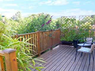 3 TREM Y DOLYDD, semi-detached townhouse, parking, enclosed garden, in Llanrwst, Ref. 11642 - Llanrwst vacation rentals