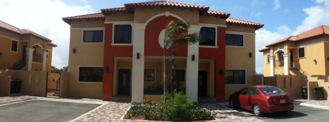 Front view 2 bedroom Condo - Gold Coast Modern 2 bedroom Condo - Malmok Beach - rentals