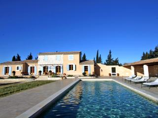 Villa for Family or Friends near Avignon with Heated Pool - Villa Frigoleio - Chateaurenard vacation rentals