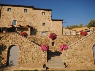 Villa Near Cortona with a Private Pool - Villa Filippo - Pergo di Cortona vacation rentals