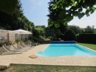 Charming 4 bedroom Perigueux Cottage with Deck - Perigueux vacation rentals