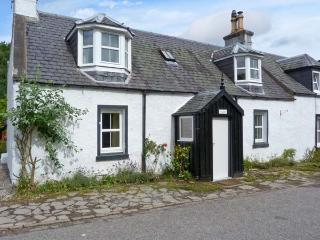 CRAIGWELL, open fire, pets welcome, within 1 mile of Loch Ness, in Drumnadrochit, Ref. 26782 - Scottish Highlands vacation rentals