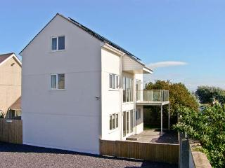 RHANDIR MWYN sea views, enclosed garden, pet-friendly, in Rhosneigr, Ref 27057 - Rhosneigr vacation rentals