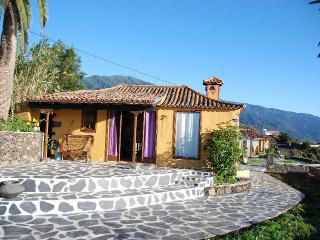 Romantic 1 bedroom Cottage in Brena Alta - Brena Alta vacation rentals