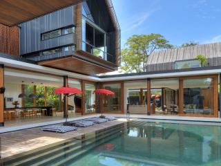 'SVARGA' LUXURIOUS 4 BDRMS, POOL, 50M TO BEACH. - Sanur vacation rentals