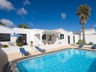 Beautiful villa with private secluded pool Peace and tranquility in Oasis de Nazaret. Wifi An ideal base to see island from - Teguise vacation rentals