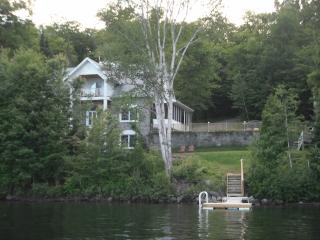Nice 5 bedroom Cottage in Lac-aux-Sables - Lac-aux-Sables vacation rentals