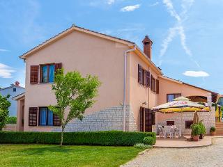 Apartman Mirna 3* - Pula vacation rentals