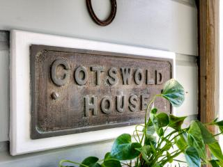 COTSWOLD HOUSE  -  TUI ROOMS  Apartment - Napier vacation rentals
