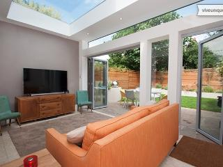 Stylish Wandsworth 4 bed family home with garden - London vacation rentals