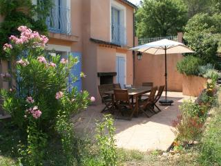 Gite du Romarin, Pet-Friendly 3 Bedroom  Cottage with a Hot Tub - Brignoles vacation rentals