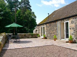 GARDENER'S COTTAGE, all ground floor, en-suite facilities, pet-friendly, woodburner, lovely woodland location near Belford, Ref. 23941 - Belford vacation rentals