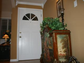 Moore Bungalow - Warm, Inviting Home - Easy Access to Denver, Boulder, Golden & Mountains - Denver Metro Area vacation rentals
