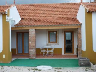 Cozy Cottage with Cleaning Service and Outdoor Dining Area in Batalha - Batalha vacation rentals