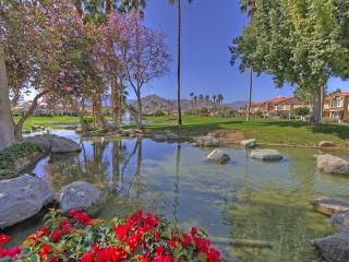2 Bedroom upgraded Condo with a great view of the Golf Course - La Quinta vacation rentals