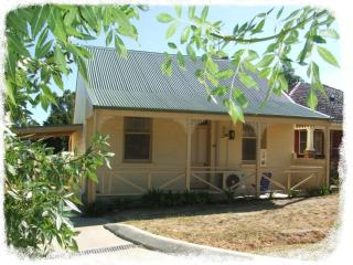 Ambrose Cottage - Self contained - Castlemaine vacation rentals