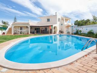 APT in FARO, WITH BIG PRIVATE POOL, BEACH,TRANSFER - Faro vacation rentals