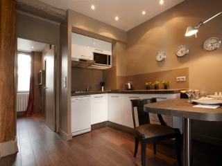 Awesome 1 Bedroom Apartment in Paris - Paris vacation rentals