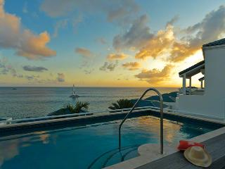 LUNA at SHORE POINT..secure, luxurious, and just steps from Cupecoy Beach - Cupecoy vacation rentals