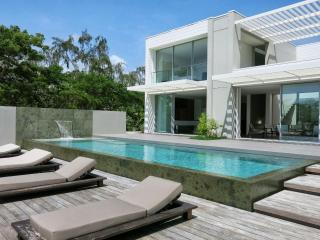 EXCEPTIONAL LUXURY VILLA with access to a pontoon - Le Francois vacation rentals