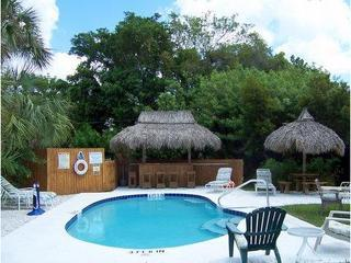 Stay on Siesta, Siesta Key Beach Place Cottages - Image 1 - Siesta Key - rentals