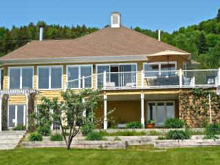 Océane / Ocean Breeze-Between Mountain & Sea - Port-au-Persil vacation rentals
