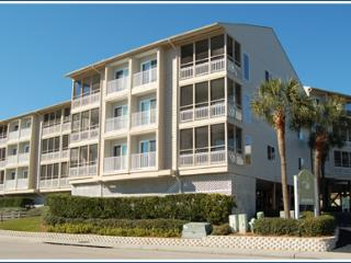 Great 3 Bedroom Vacation Rental, Near Beach w/ WiFi/Flat Screens/Pool! - North Myrtle Beach vacation rentals