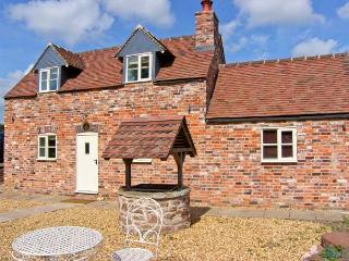 STRINE VIEW COTTAGE, mostly ground floor, woodburner, pet-friendly, in Crudgington near Shrewsbury, Ref. 23979 - Clive vacation rentals