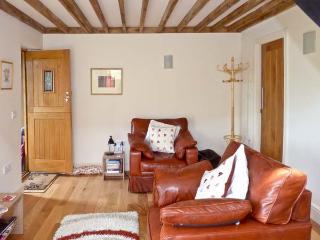 COOKIE'S COTTAGE, open plan living area, shared enclosed garden, walks from door, near Hurstpierpoint, Ref 25398 - Hurstpierpoint vacation rentals