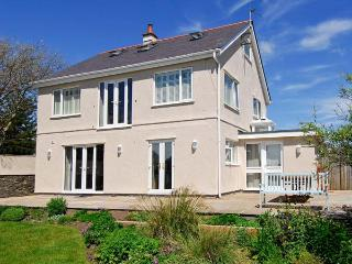 RANFORD, detached, close to beach, off road parking, front and rear gardens, in Rhosneigr, Ref. 25867 - Rhosneigr vacation rentals